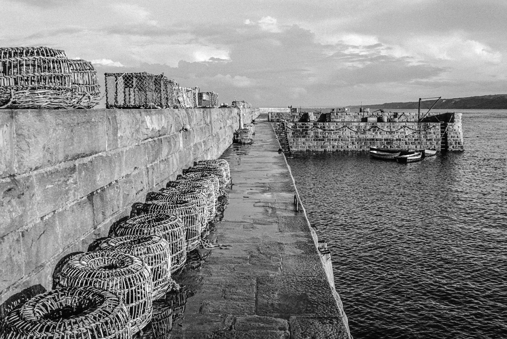 Le port d'Omonville-la-Rogue, 1975.