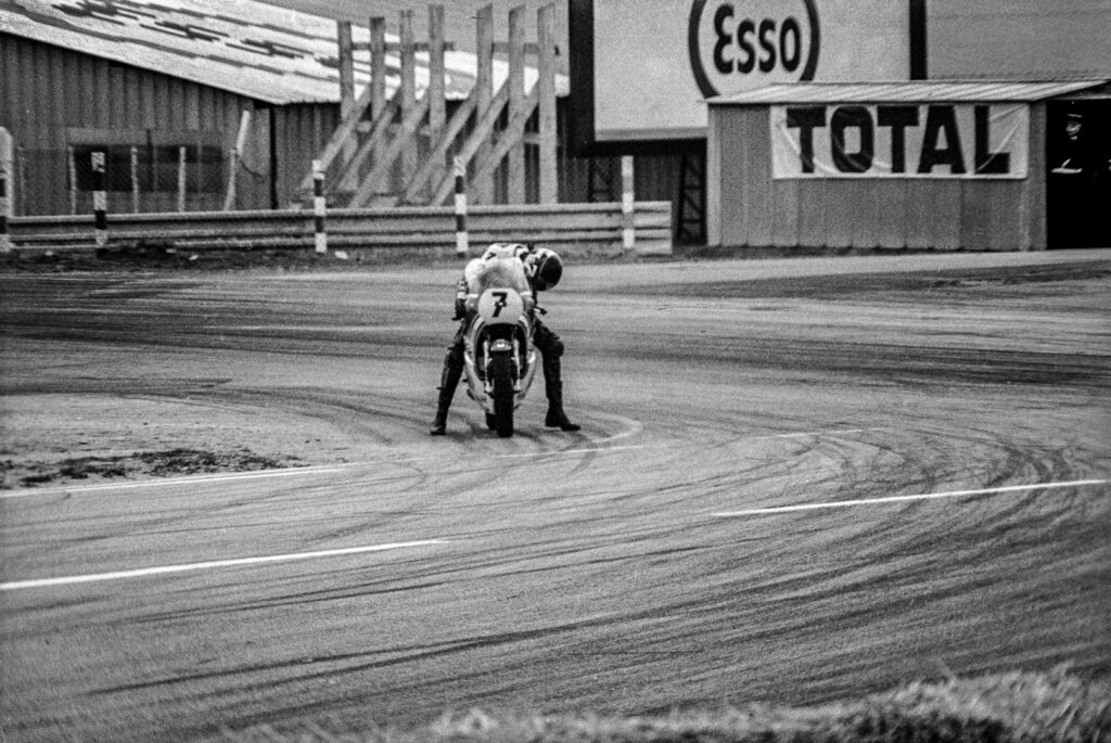 Grand prix de France moto, circuit Bugatti, Le Mans, 25 avril 1976. Barry Sheene, 500 cc Suzuki.