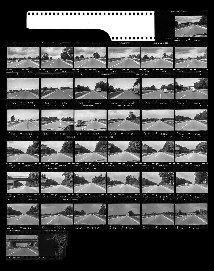 Sur l'autoroute de Hanovre à Berlin, aux environs de Helmstedt-Marienborn, août 1980.